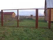 Содовые ворота из сетки и прутьев.