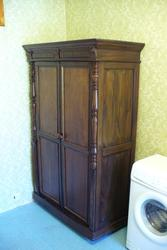 Антикварный шкаф начала 20 века с резьбой